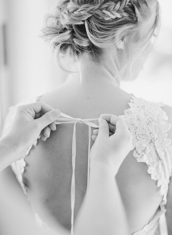 bride getting ready at Rimrock Ranch with messy braided updo