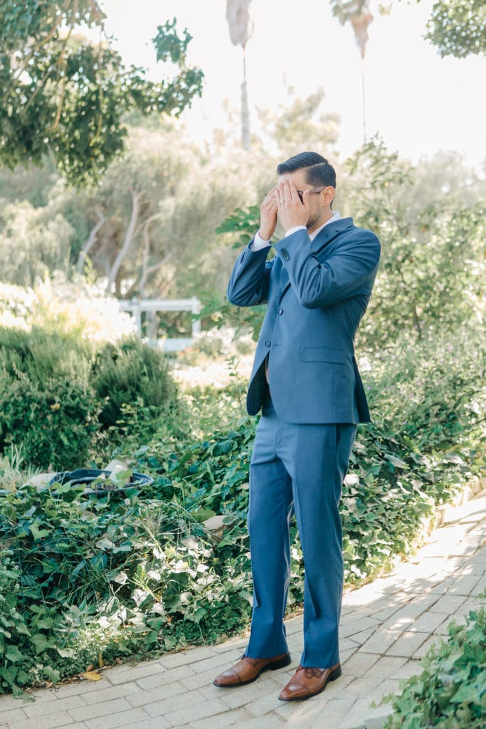 groom covering eyes before First Look