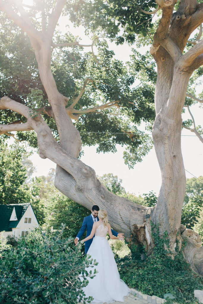 bride and groom see each other first the first time in garden