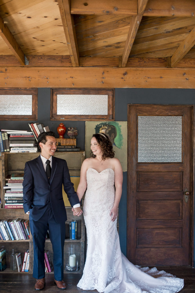 bride and groom in bridal suite at smoky hollow studios
