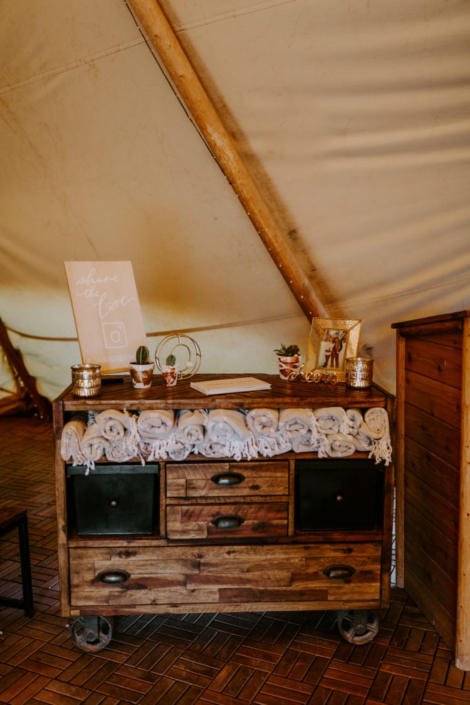 Bar trailer for wedding in the desert
