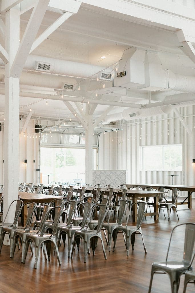 Modern farmhouse venue 14Tenn ceremony set up